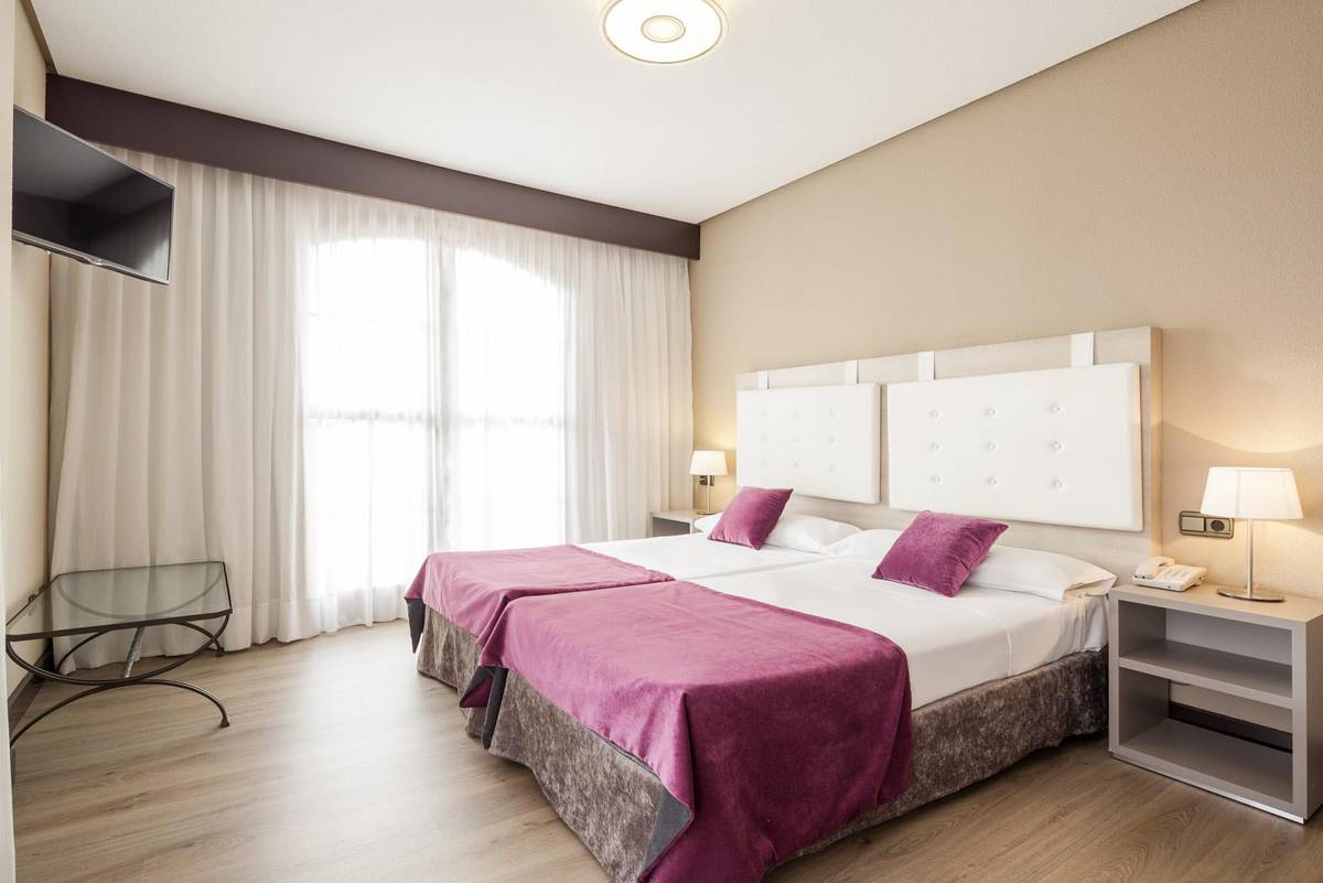 Triple Room ILUNION GOLF BADAJOZ