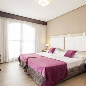 Triple Room Hotel Ilunion Golf Badajoz Badajoz